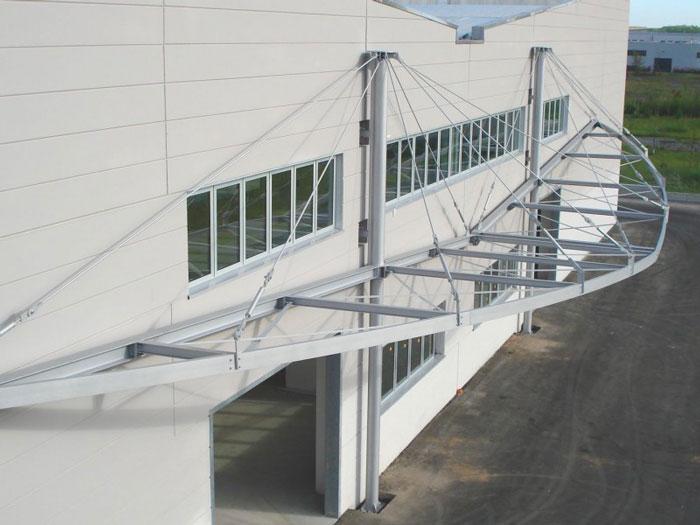 Pensiline e tettoie in acciaio inox legno ferro for Piani di capannone per uffici esterni